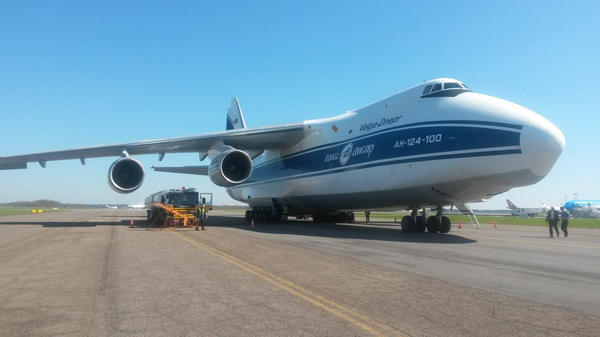 Antonov en Ezeiza cargando combustible