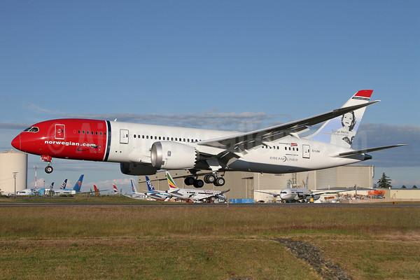 Norwegian.com 787-8 EI-LNA (02-Sonja Henie)(Ldg) PAE (DUK)(46)-M