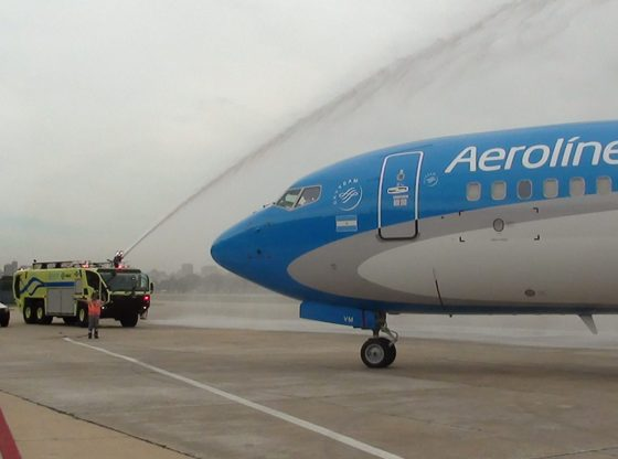Rodaje-y-despegue-de-un-737-800-del-Cóndor