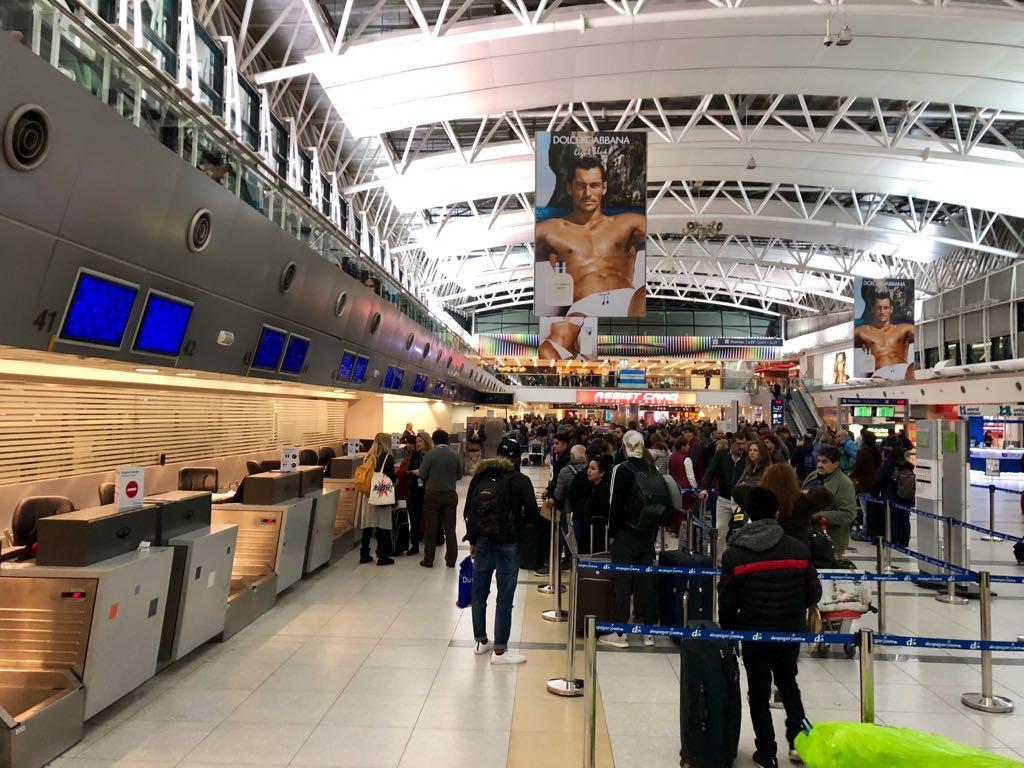 Cancelan vuelos de Latam en Ezeiza y Aeroparque por conflicto gremial